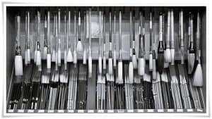 figure_4_choosing_calligraphy_brush_P1