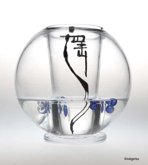 neigetsu-haruka-calligraphy-on-glass